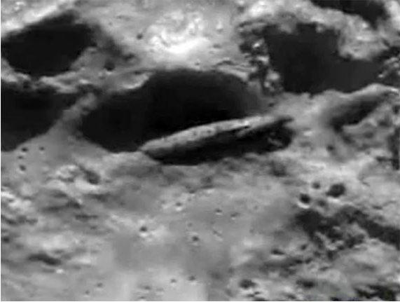 извънземни на луната-космически кораб